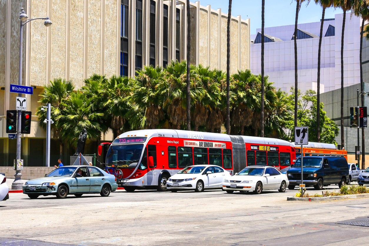 Los Angeles Rapid Bendy-bus on Wiltshire Blvd